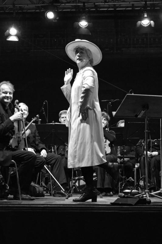"Tom Pauls als ""Queen"" Ilse Bähnert. Foto: Holger Friebel"