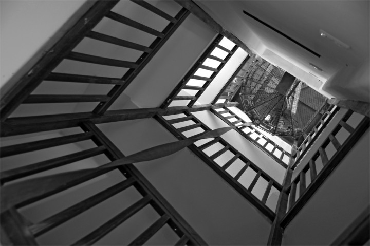 Fast 70 Jahre mussten vergehen, dass wieder ein Schlauch im Turm der Alten Feuerwache hing. Foto: Jürgen Frohse