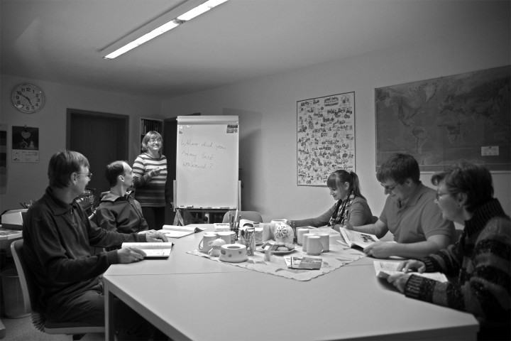 Sprachkurs mit Marion Pestel im Schulungsraum ihres Hauses auf der Wilthener Straße. Foto: J. Frohse