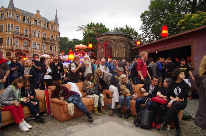 Auf dem Dorfplatz Loschwitz – wie zuhause. Foto: Jürgen Frohse